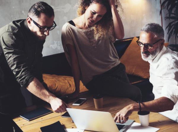 La Guarida Creativa es tu Coworking de Alcorcón. Tenemos unas oficinas compartidas perfectas para que trabajes com comodidad y amplitud. Si eres freelance, autónomo o tienes una pequeña empresa llámanos y visita nuestro espacio.