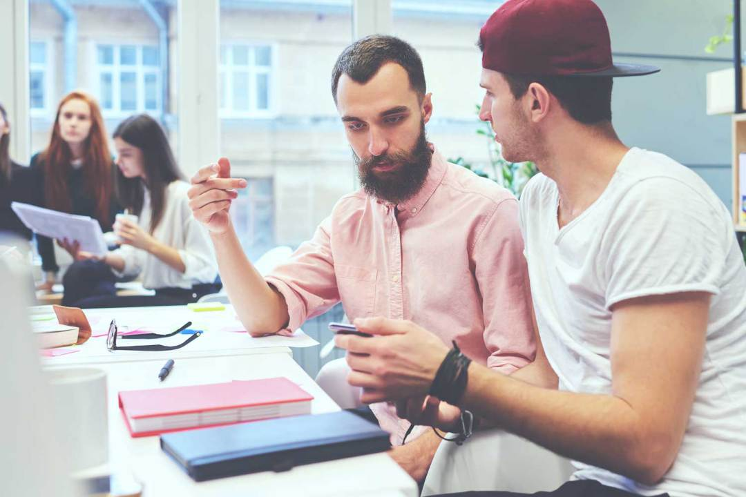 Emprender. Mentor gratuito. Emprendedor en la Guarida Creativa coworking en alcorcon con las mejores instalaciones modernos comodo y con mesas, despachos, salas de reuniones y todo lo necesario para que un emprendedor pueda desarrollar su proyecto